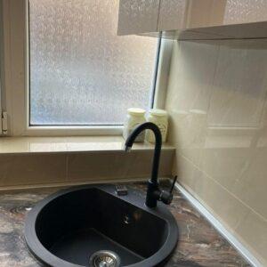 Granitna sudopera Gorenje KM 12 karbon i crna Minotti slavina 6118-B