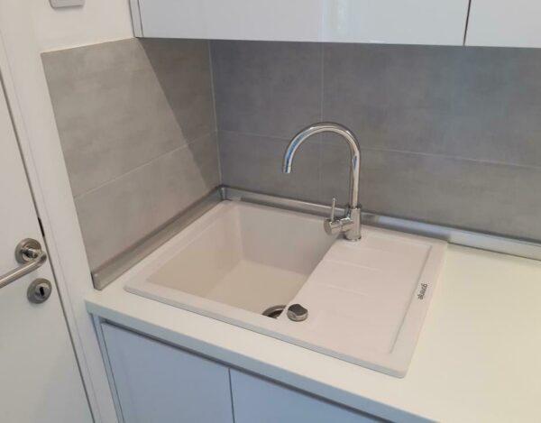 Set sudopera i slavina bela sudopera Gorenje KM 45 i hrom slavina Swan