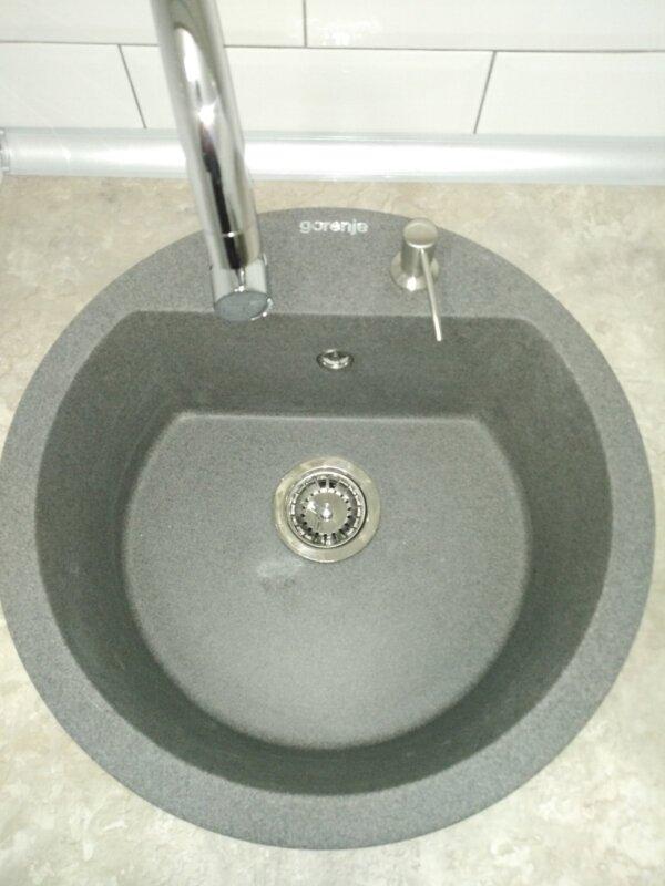 Set sudopera sa slavinom, sifonom i ugradnim dozerom Gorenje KM 12 granit crna i hrom Swan slavina
