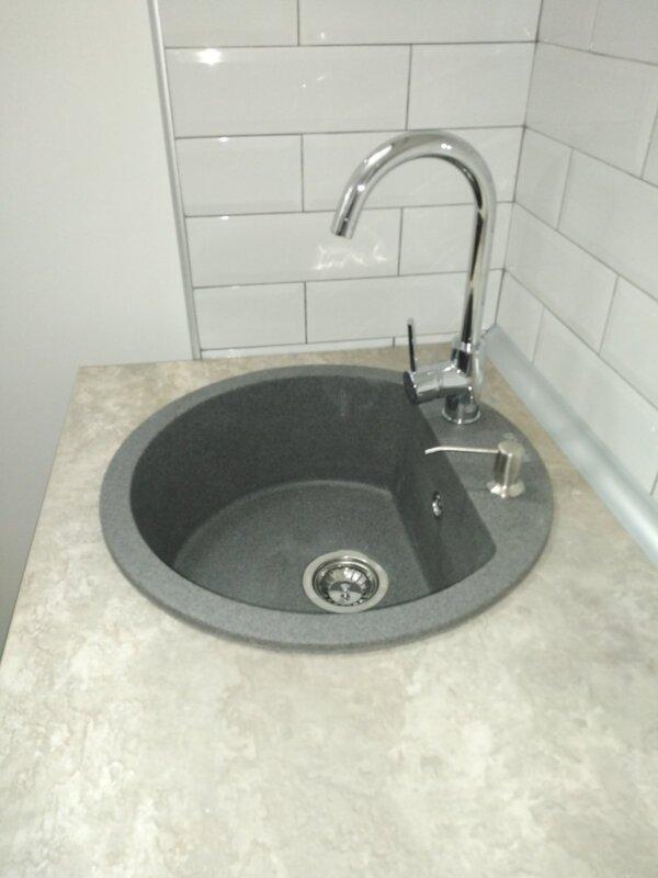 Set sudopera sa slavinom i sifonom Gorenje KM 12 granit crna + Swan hrom + ugradni dozer za deterdžent
