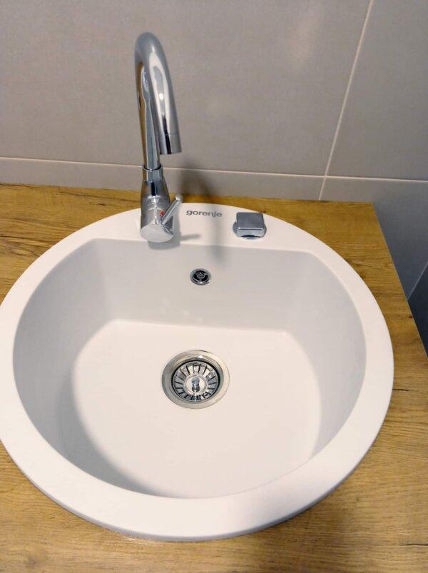 Set sudopera sa slavinom i sifonom Gorenje KM 12 bela sudopera od granita + Swan hrom jednoručna slavina sa dve cevi